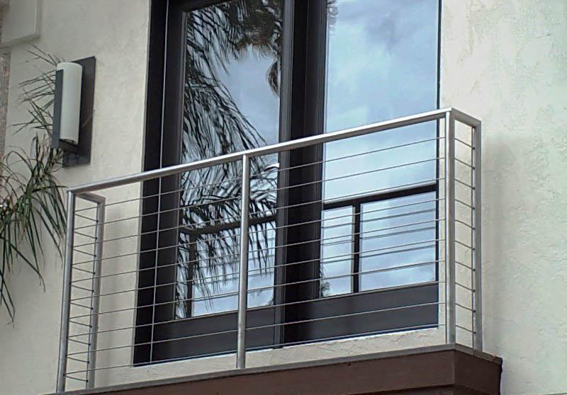 стоят женские ограждение французского балкона фото качинском пляже
