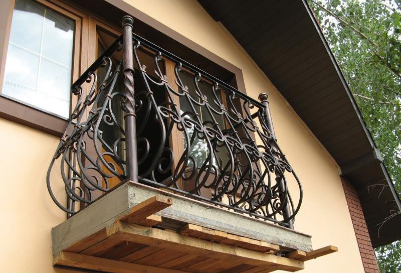 Кованые дутые балконы картинки